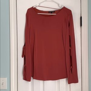 XL top with cute side tie accents!